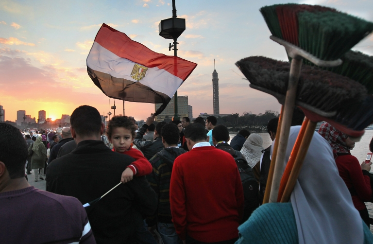 <p>Egyptian protestors gathered in Tahrir Monday night with reports of violent clashes with thugs, while presidential candidate Ahmed Shafiq had his campaign HQ torched.</p>