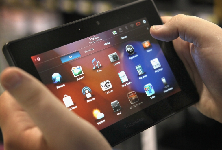 <p>An armed Brazilian gang stole $800,000 worth of tablets and laptops from the cargo terminal at São Paulo's Guarulhos International Airport.</p>