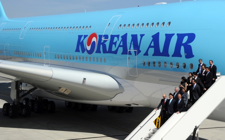 <p>Officials disembark from Korean Air's Airbus A380 on May 24, 2011 at Airbus company in Blagnac, southwestern France.</p>