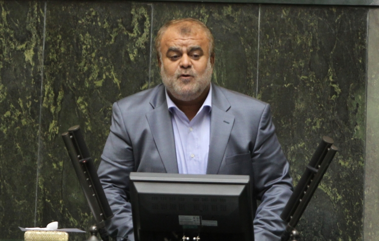 <p>Iran's Oil Minister, Rostam Qasemi, said Sunday that Iran will halt crude oil exports to Britain and France.</p>