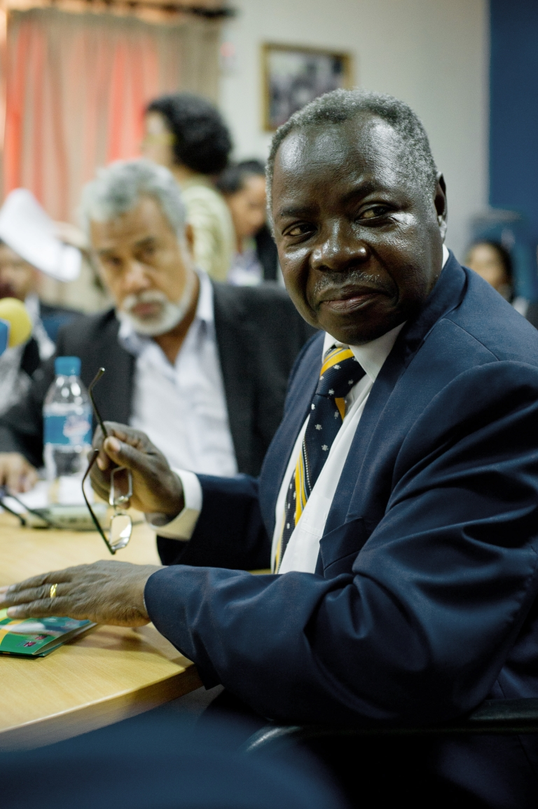 <p>South Sudan Finance Minster, Kosti Manibe, says that the country is halving its total budget expenditures due to a recent oil shutdown after a row with Sudan.</p>