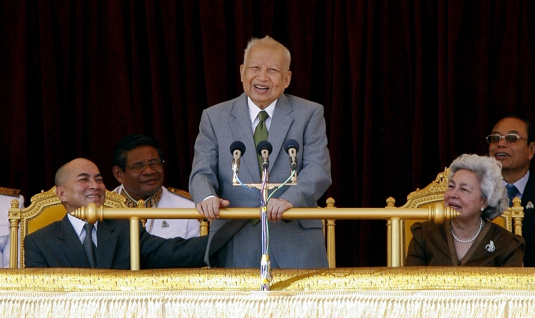 <p>Cambodia's former king, Norodom Sihanouk (C), speaks during a ceremony as Cambodian King Norodom Sihamoni (L) and former queen Norodom Monineath Sihanouk (R) look on at the Royal Palace in Phnom Penh on October 30, 2011</p>