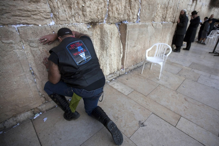 <p>Chip Watson, a US Evangelist motorbiker and supporter of Israel, prays next at the Western Wall in Jerusalem on November 6, 2011 as he and others tour the country on motorbikes as part of the Run To The Wall program.</p>