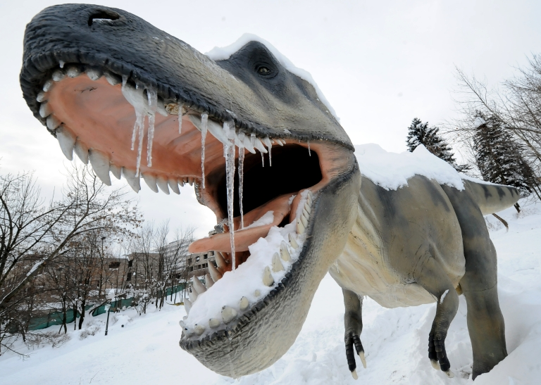 <p>According to Ronald Breslow of Columbia University, the advanced dinosaurs would likely be dangerous creatures with the intelligence of humans.