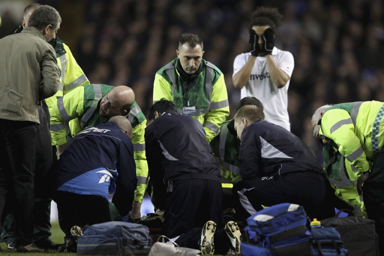 <p>Fabrice Muamba of Bolton Wanderers receives CPR on the pitch after suddenly collapsing during a soccer match against Tottenham Hotspur today in London.</p>