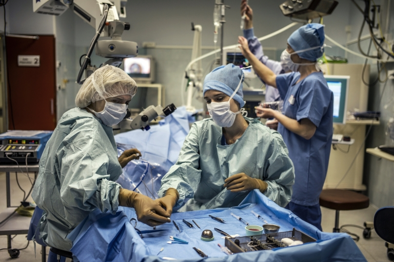 <p>Doctors performing an operation.</p>