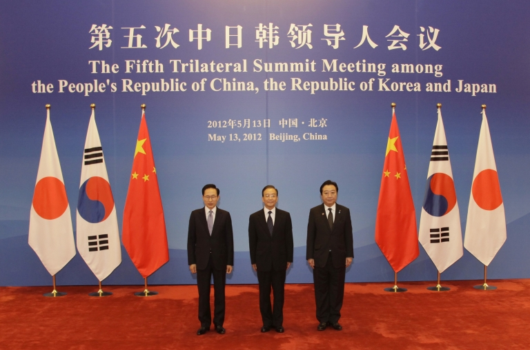 <p>South Korea and Japan plan to sign a military pact to share information on North Korea.</p>