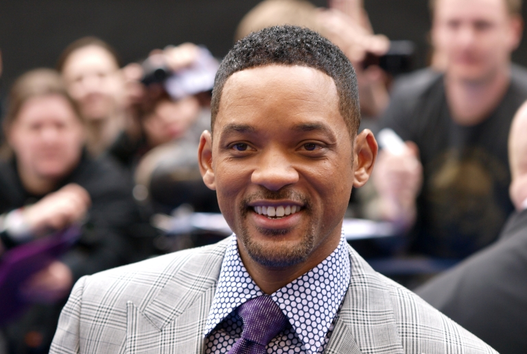 <p>US actor Will Smith acknowledges the crowd as he arrives on May 16, 2012 for the UK Premiere of 'Men In Black III', in London's Leicester Square.</p>
