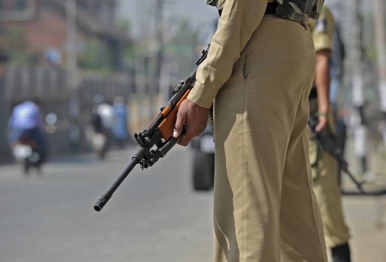 <p>Indian Central Reserve Police Force (CRPF) soldiers stand guard in Srinagar on May 30 ,2012.</p>