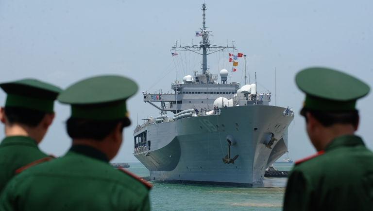 <p>Vietnamese border guards watch the US Seventh Fleet's USS Blue Ridge entering Tien Sa port as Vietnam welcomes the port call of three US naval ships including the guided missile destroyer USS Chafee and the rescue and salvage ship USNS Safeguard in the central city of Danang on April 23, 2012.</p>