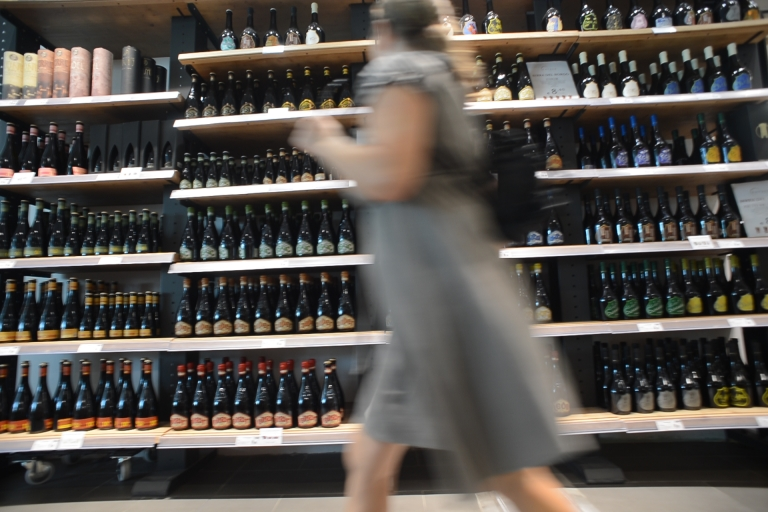 <p>JFK airport staff stands accused of stealing 100,000 mini bottles of booze.</p>