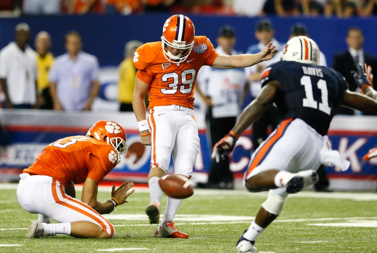 <p>A new study shows that NFL players face a higher risk of Alzheimer's later in life.</p>