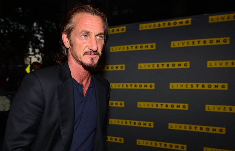 <p>Actor Sean Penn arrives on the yellow carpet for the