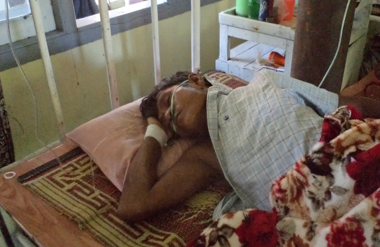 <p>An injured Rakhine Buddhist man lies on a bed at the hospital in Sittwe, capital of Myanmar's western Rakhine state, after he was injured the day before in communal violence in the Mrauk U district of the state, on October 23, 2012.</p>