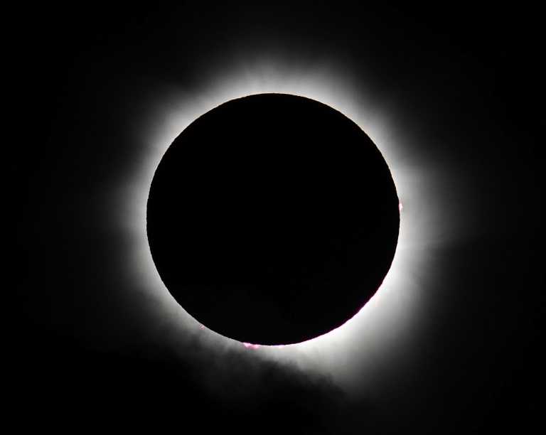 <p>Totality is seen during the solar eclipse at Palm Cove on November 14, 2012 in Palm Cove, Australia.</p>