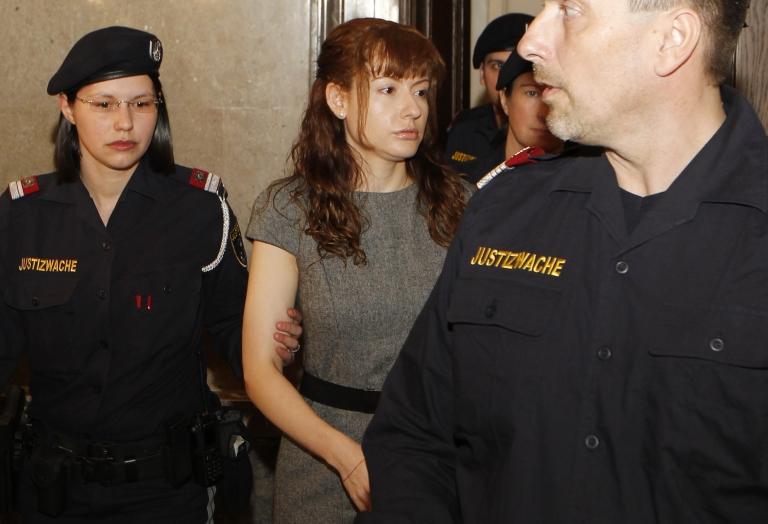 <p>Goidsargi Estibaliz Carranza Zabala (C) arrives for the beginning of her trial at the regional court in Vienna on November 19, 2012.</p>
