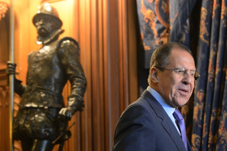<p>Russian Foreign Minister Sergei Lavrov arrives to talks with UN-Arab League peace envoy Lakhdar Brahimi in Moscow on December 29, 2012.</p>