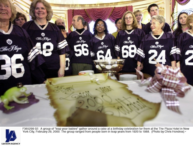 <p>A group of 'leap year babies' gather around a cake at a birthday celebration for them at the The Plaza Hotel in New York City, February 29, 2000. The group ranged from people born in leap years from 1920 to 1988. (Photo by Chris Hondros)</p>