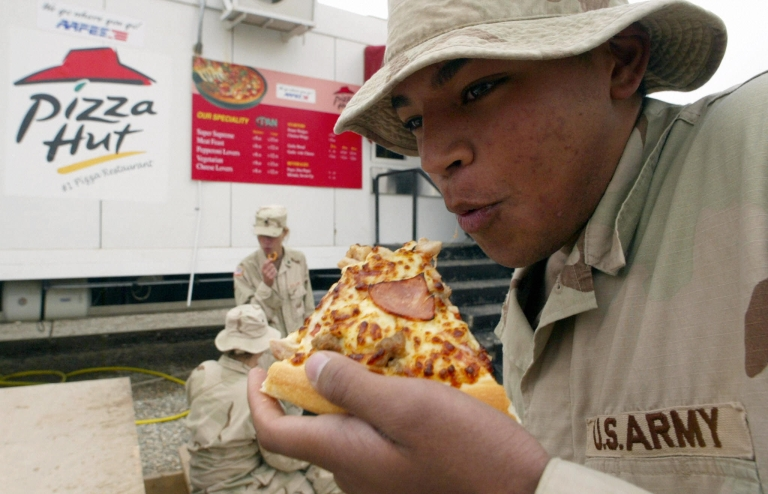 <p>A US soldier eats pizza at the military base of Talil, near Nasiriyah in southern Iraq.</p>