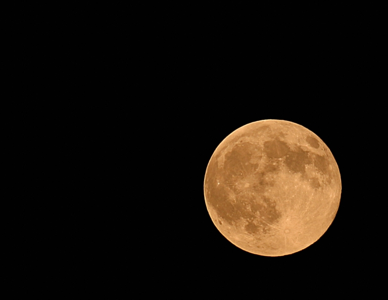 <p>A Harvest full moon will rise this weekend just above the planet Uranus.</p>