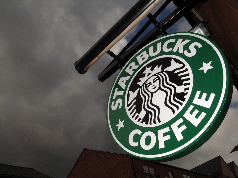 <p>Starbucks new chain, 'Evolution Fresh,' seeks a share of the growing multi-billion dollar healthy food sector.</p>