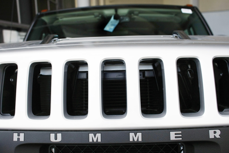 <p>General Motors Corp. Hummers are seen on the sales lot of Williamson Cadillac Hummer on March 30, 2009 in Miami, Florida.</p>