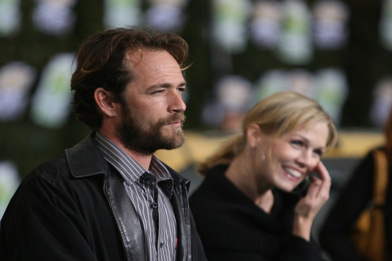 <p>Actor Luke Perry and actress Jennie Garth arrive at Chevy Rocks The Future at the Buena Vista Lot at The Walt Disney Studios February 19, 2008 in Burbank, California.</p>