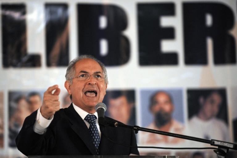 <p>Caracas Mayor Antonio Ledezma gestures a during press conference on Sept. 1, 2009.</p>