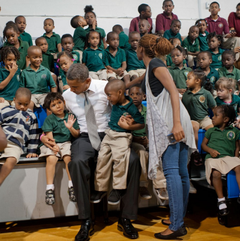 <p>President Obama poses with students in Florida.</p>