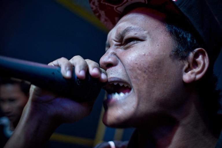 <p>Juanda a.k.a Lowbatt, a punk member, pratices with his street punk rock band called Boeloek.</p>