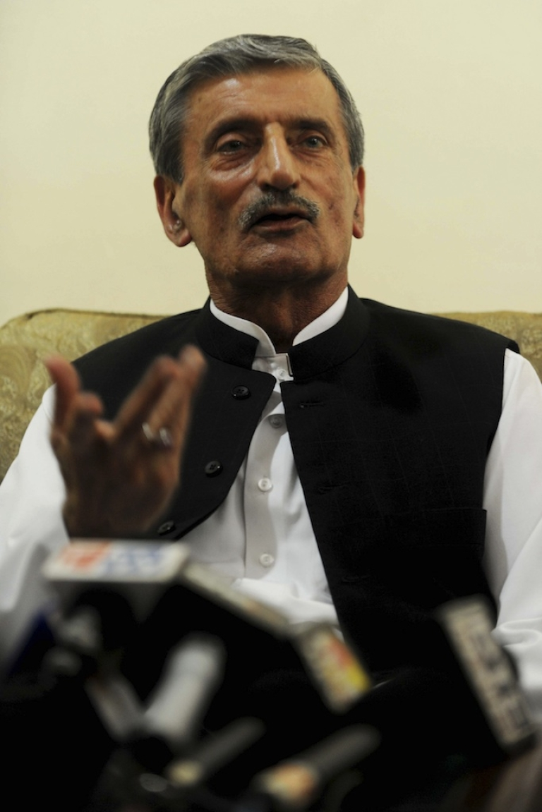 <p>Pakistani Federal Railways Minister Haji Ghulam Ahmed Bilour has offered a $100,000 bounty for the murder of the filmmaker behind anti-Islam