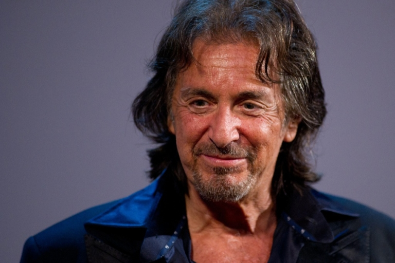 <p>Oscar-winning actor Al Pacino has expressed interest in playing fallen football legend, Joe Paterno.</p>