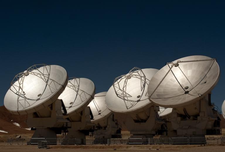 <p>Radio telescope antennas of the ALMA project.</p>