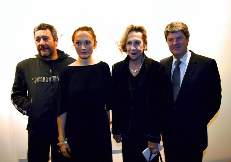 <p>This picture taken on January 10, 2006, shows Andree Putman (second from right) posing with French designer Philippe Stark (left), photographer Vanessa Beecroft and Louis Vuitton's then-President Yves Carcelle.</p>