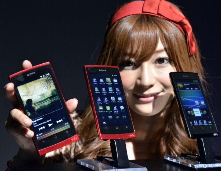 <p>A model displays Japanese electronics giant Sony's new Android OS-based multimedia player 'Walkman Z series', equipped with a NVIDIA Tegra2 processor and a 4.3-inch LCD display with Google's Android 2.3 OS in Tokyo on September 13, 2011.</p>