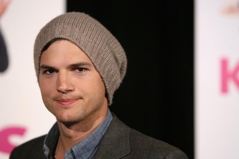 <p>Ashton Kutcher arrives at the premiere of