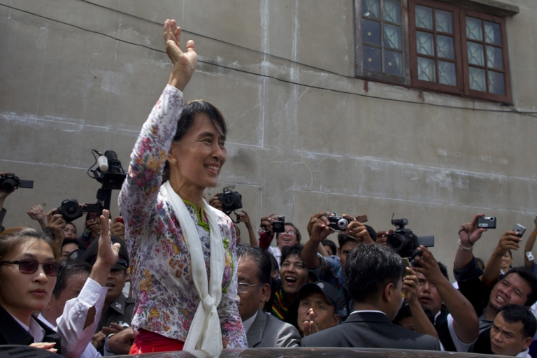 <p>Burmese pro-democracy leader Aung San Suu Kyi waves to Burmese migrant workers on a trip to a Burmese migrant community outside of Bangkok May 30, 2012 in Samut Sakhon, Thailand. Aung San Suu Kyi today pledged to help improve the rights of Myanmar nationals living in Thailand.</p>