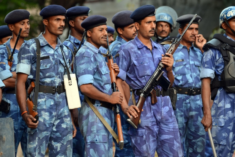 <p>Security forces gather outside the residence of right wing Hindu party Shiv Sena supremo Bal Thackeray in Mumbai on November 17, 2012. A firebrand Indian politician, Thackeray died on Saturday after suffering a cardiac arrest, his doctor said.</p>