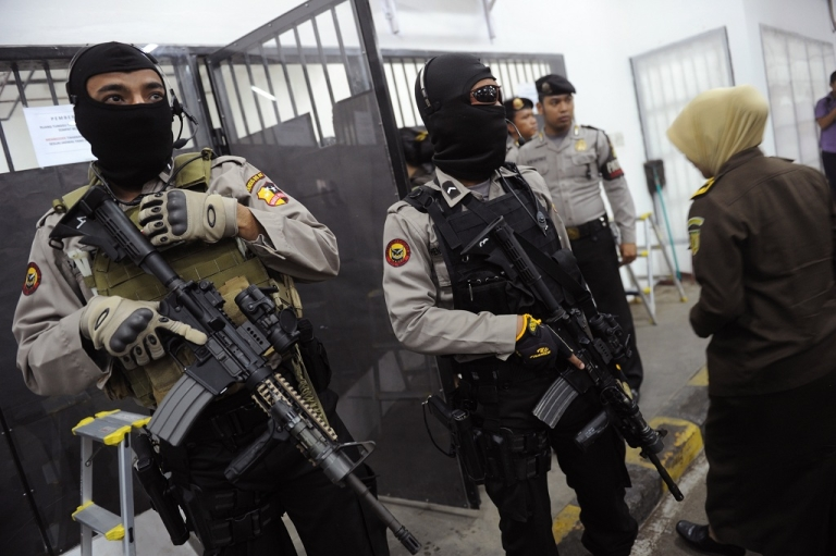 <p>Elite Indonesian anti-terror police commandos from Densus 88 unit are pictured on Feb. 20, 2012.</p>