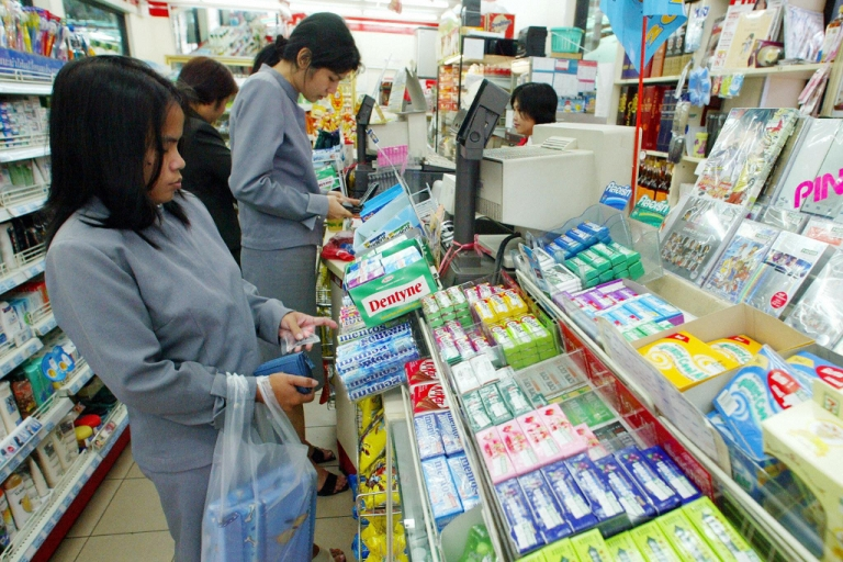 <p>Thai customers shop at a 7-Eleven in Bangkok, Thailand. The chain's explosion in popularity worries many experts who see its products as contributors to growing obesity rates throughout Southeast Asia.</p>
