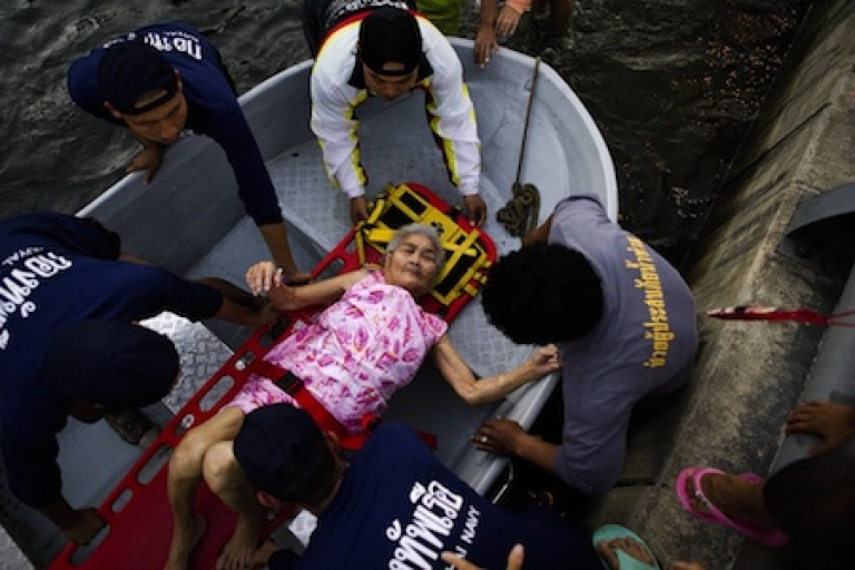 <p>An elderly woman is evacuated from a flood zone to a hospital in Bangkok, on November 6, 2011</p>