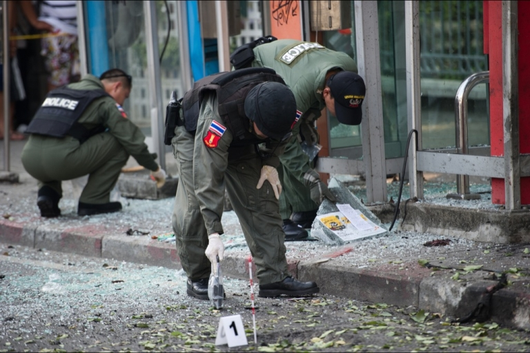 <p>Thai bomb squad officials inspect the site of an explosion in Bangkok on February 14, 2012. Three minor blasts rattled the Thai capital Bangkok, leaving a foreigner seriously wounded when a grenade he was suspected of carrying exploded, police said.</p>