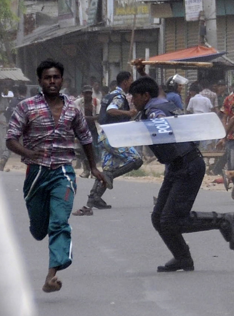 <p>Protesting garment workers and police clash at violence at Ashulia, a key garment manufacturiing hub outside Bangladesh capital Dhaka on June 13, 2012.</p>