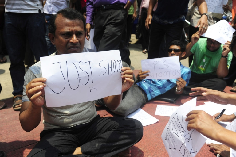 <p>Angry Bangladeshi investors stage a demonstration and shout slogans in the commercial area of Dhaka on May 9, 2011.</p>