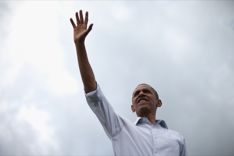 <p>U.S. President Barack Obama waves to supporters during a campaign on the campus of St. Petersburg College September 8, 2012 in St Petersburg, Florida.</p>