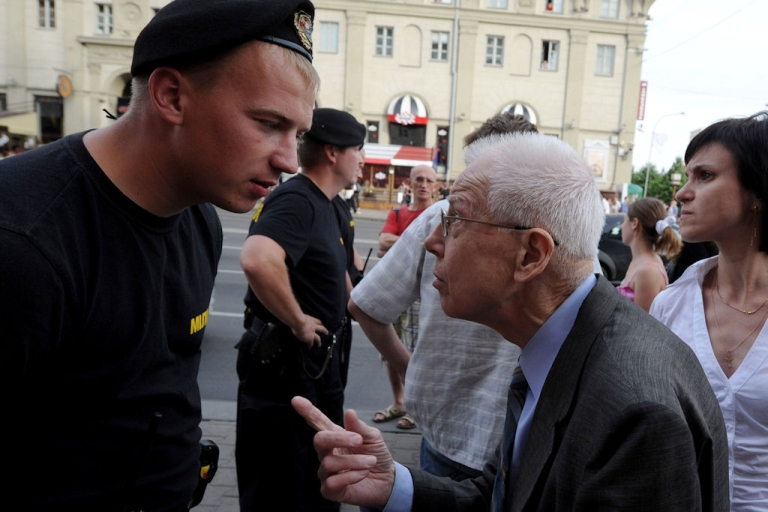 <p>A man argues with a Belarusian police officer blocking access to an area where a flash mob planned to gather in the center of Minsk on June 15, 2011.</p>