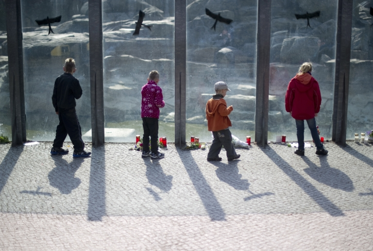 <p>Children stand in front of polar bear Knut's enclosure at the Berlin zoo (Zoologischer Garten) on March 21, 2011. Germany was in stunned mourning after the sudden and premature death of Knut, Berlin's world-famous polar bear, who died on March 19, 2011, at the end of what animal welfare groups said was an unhappy, short life.</p>