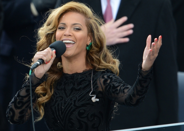 <p>US singer Beyonce performs the National Anthem to conclude the 57th Presidential Inauguration ceremonial swearing-in of US President Barack Obama at the US Capitol on January 21, 2013 in Washington, DC.</p>