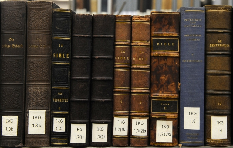 <p>Arizona Rep. Terri Proud is pushing a new bill to have Bible class offered as an elective in high schools.</p>