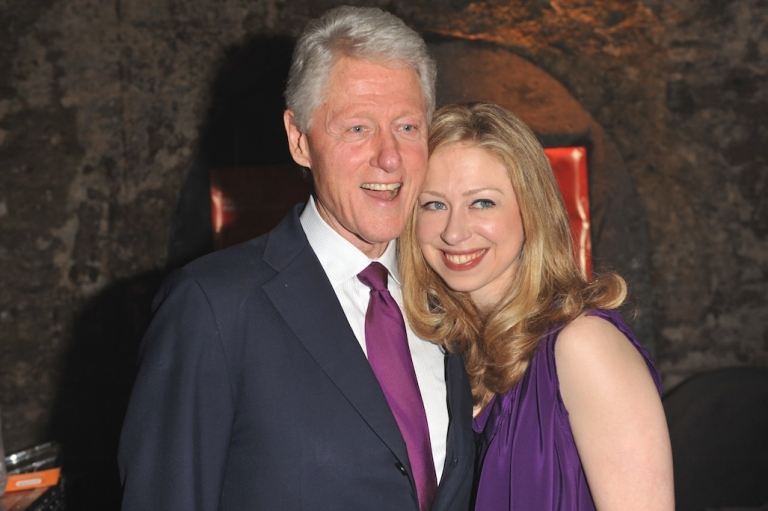 <p>LONDON, ENGLAND - MAY 22:  (L-R) Bill Clinton and Chelsea Clinton arrive at